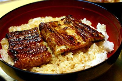 JR姫路駅の「魚治」で鰻丼