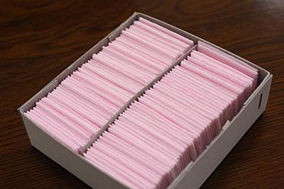 たっぷり100枚入った「かたぬき菓子」