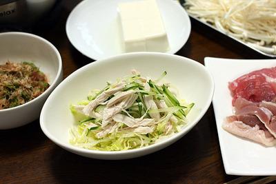 鍋の箸休めに「蒸し鶏」など