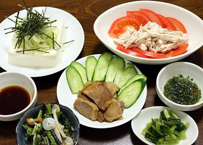 焼き豚風の蒸し豚と蒸し鶏などで軽めの晩ご飯