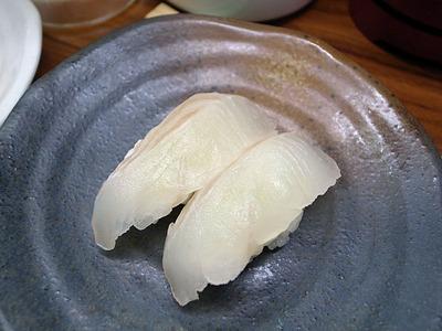 たっちゃん寿司「ひらめ握り」160円