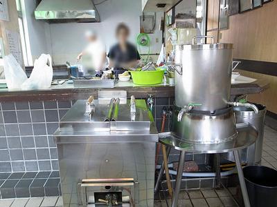 麺を温めるお湯と熱いだし