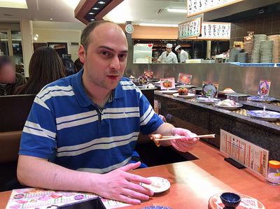 腹が減りすぎて客人と回り寿司へ