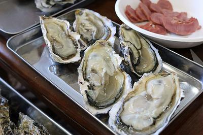 まずは「生牡蛎」