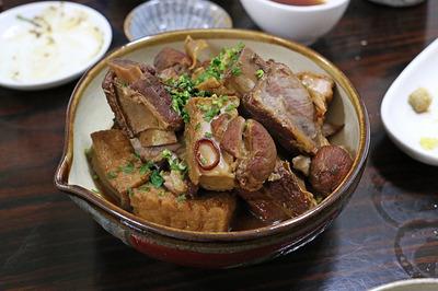 豚のスペアリブと厚揚げの中華風煮込み