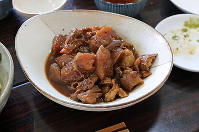 すじ肉とこんにゃくの名古屋風味噌煮込み