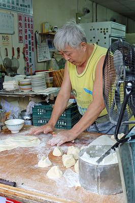 「喜多士早餐店」の粉モン担当のおっちゃん