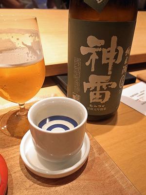 ぬる燗で日本酒「神雷」