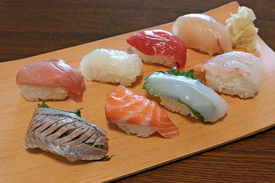 昼は快気祝いに「にぎり寿司」