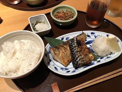 丸の内の「やんも」の塩鯖定食