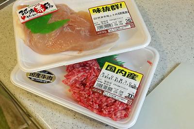 材料の鶏と合い挽き肉