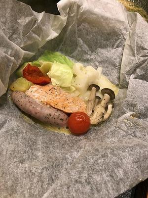 鮭と野菜と名水ポークウインナーの包み焼き