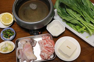 初めての常夜鍋は豚とほうれん草に鱈をプラス