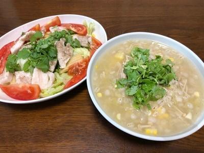 昼が遅くなって昼夜兼用で押し麦雑炊と茹で鶏サラダ