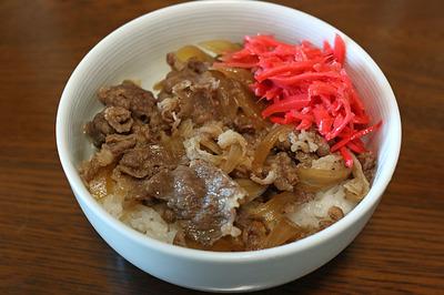 吉野家の味の再現を狙った「牛丼」