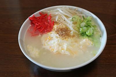 買うて来たスープと麺をさっそく使って昼ご飯