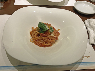 シンプルなトマトソースのパスタ