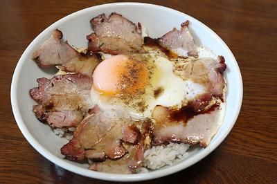 日の出精肉店の焼き豚で「焼豚丼」